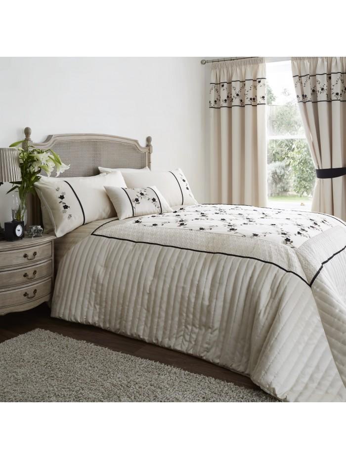 Delicate Flower Bedspread Black
